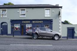 Mitsubishi L200 in Irland vor dem Paddy Murphy