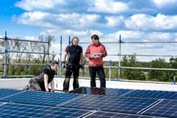 Prüfen und montieren der Solaranlage